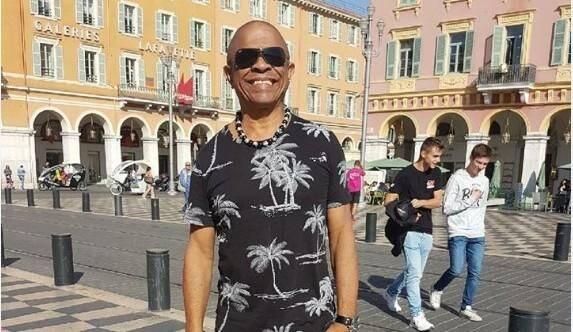 Francky Vincent sur la place Masséna.