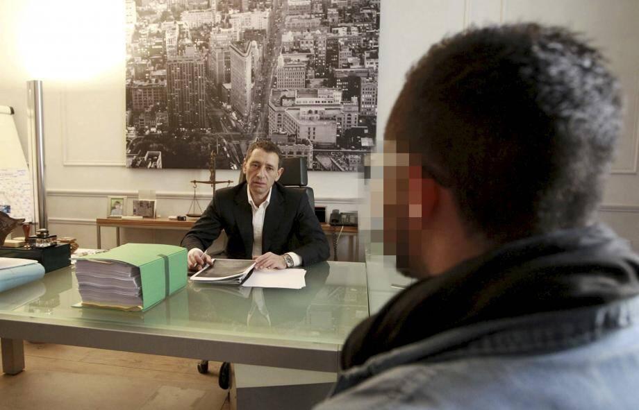 Le jeune blessé au cabinet de son avocat niçois, Me Philippe Soussi, en 2012.
