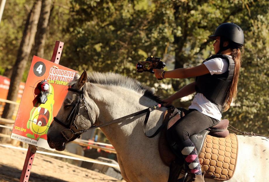 Les jeunes cavaliers doivent viser sur la cible les Toupabo pour les soigner.