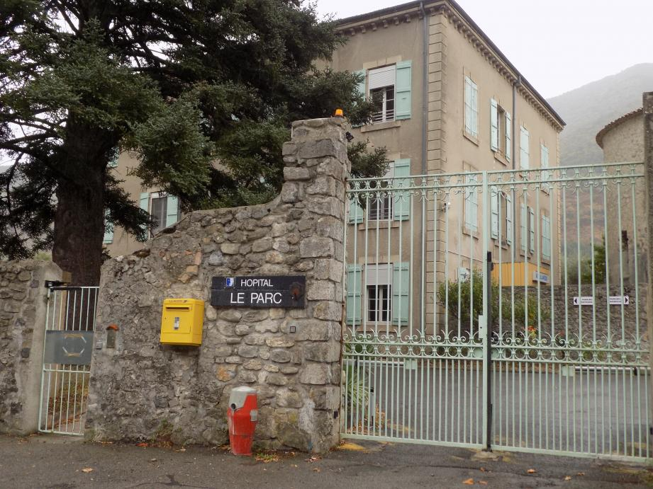 L'hôpital Le Parc à Entrevaux, sur le site de Glandèves, au quartier La Sedz.