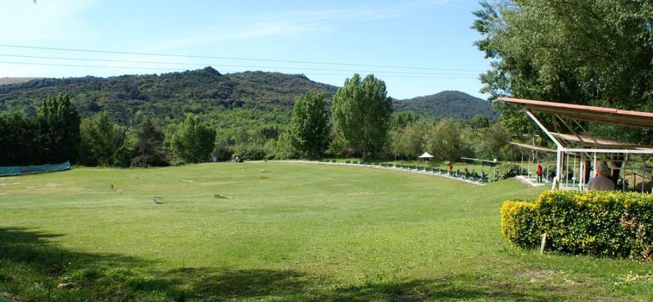 Ouvert en 1988, le golf de Villeneuve-Loubet, situé route de Grasse, est aujourd'hui fermé.