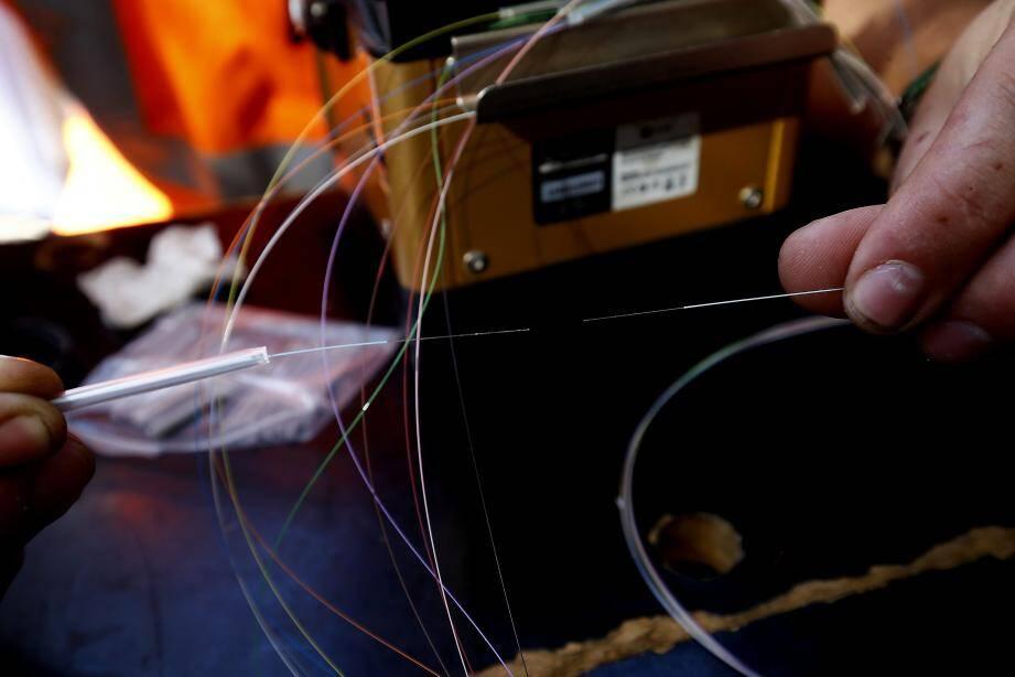 Dans l'est-toulonnais, les opérations d'installation de la fibre optique sont en cours.