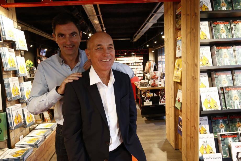 Olivier Rouard (au second plan) et son oncle Jacques sont les troisièmes et quatrièmes générations de la famille à diriger l'entreprise. Avec l'inauguration de l'espace BD, le magasin du boulevard de Strasbourg fait désormais 1 400 m².