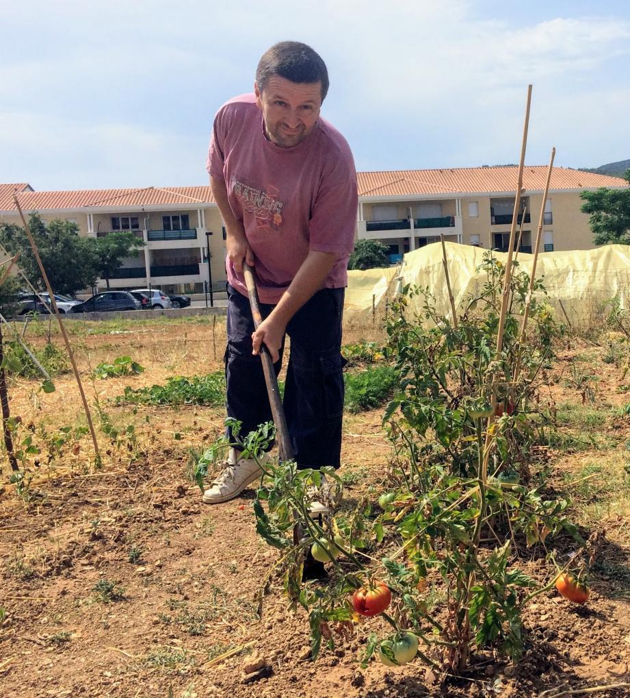David Ferri, le président de l'association des Maquisards de la solidarité verte sur le terrain de Mauvéou.