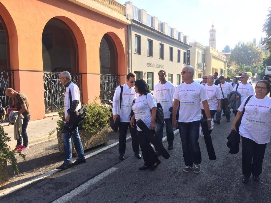 La délégation de salariés arborant des t-shirt #jesuislenegresc.