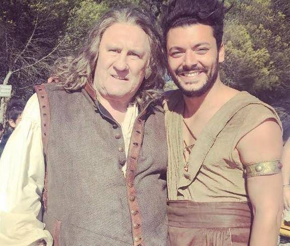 """""""Je peux mourir en paix..."""", a déclaré Kev Adams sur son compte Instagram après avoir tourné avec Gérard Depardieu."""