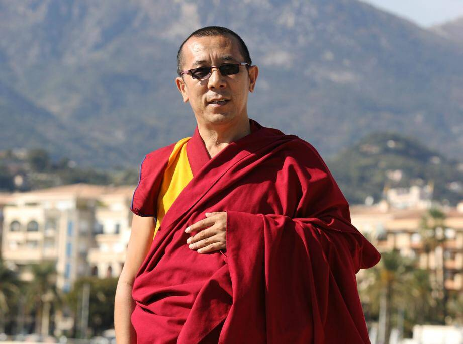 Le lama Samten enseigne les voies qui mènent au bonheur.