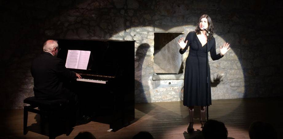 Christelle Loury a lancé, en chanson, la nouvelle saison du théâtre des Muses.