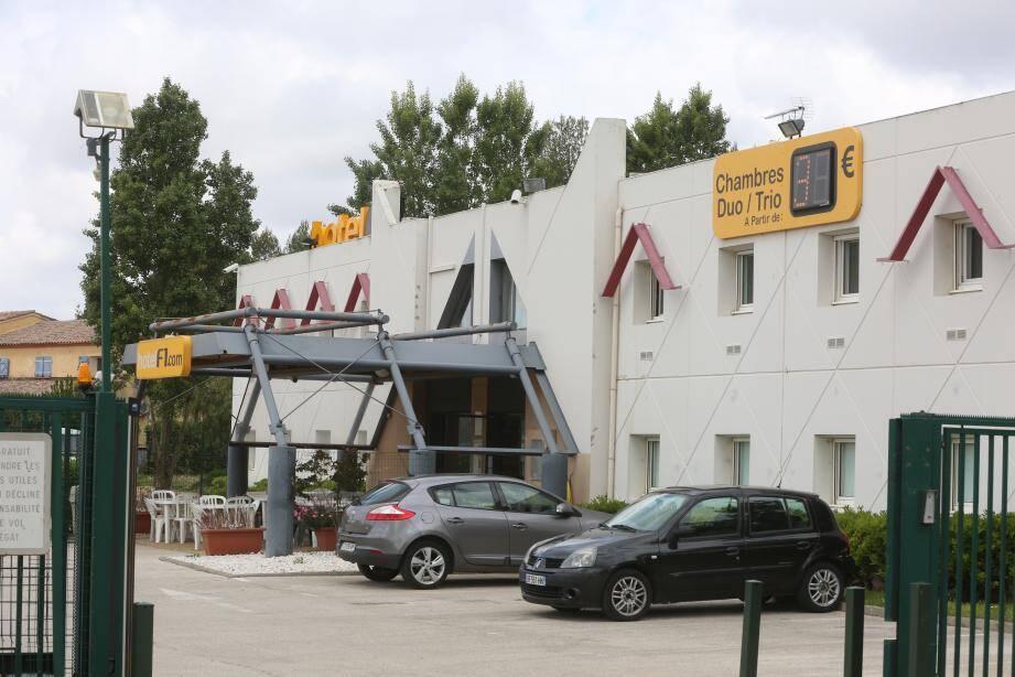 la londe l'hotel formule un deviendra un centre d'hebergemnt pour les refugiers.
