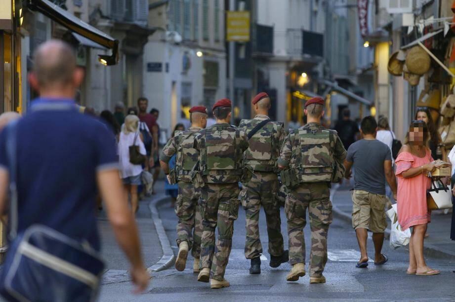 Les militaires de l'opération Sentinelle effectuaient, entre autres, des patrouilles pédestres dans la vieille ville.