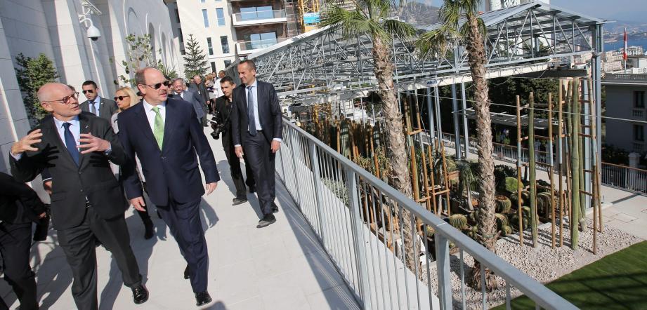 Visite des nouvelles serres du Jardin exotique de Monaco en présence du prince Albert II.