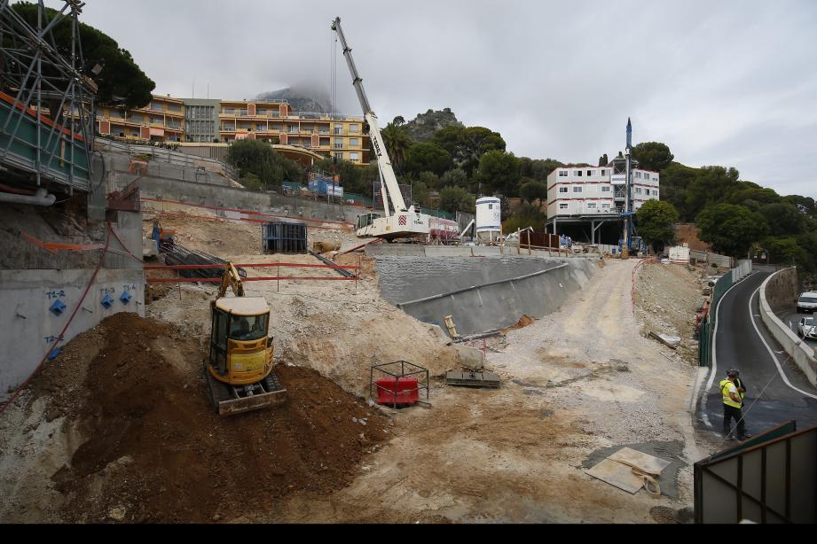 La 1ere tranche des travaux, actuellement en cours, doit aboutir à la construction d'un bâtiment de quelque 80 chambres.