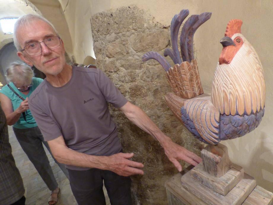 Ce nouveau coq est l'œuvre du talentueux sculpteur animalier Martial Bos.
