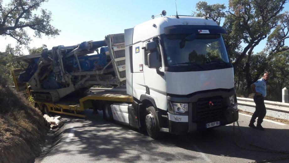 Par chance, le camion ne s'est pas renversé et a été rapidement dépanné.