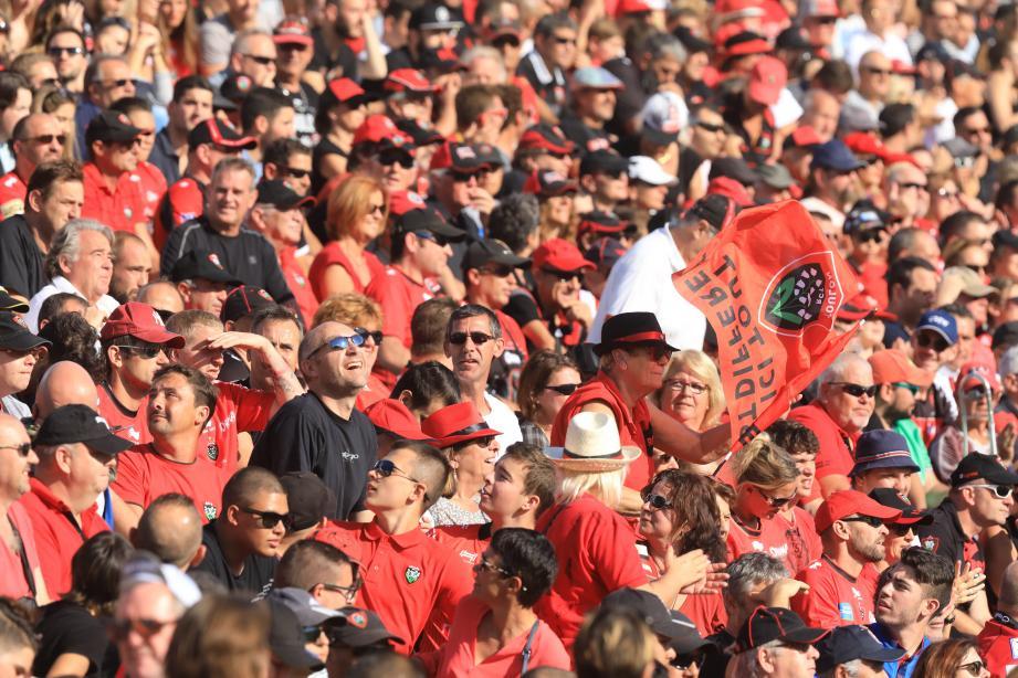 Les supporters du RCT lors du match contre les Scarlets, dimanche 15 octobre.