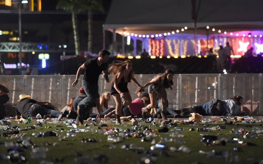 Les spectateurs du concert tente de fuir la fusillade.