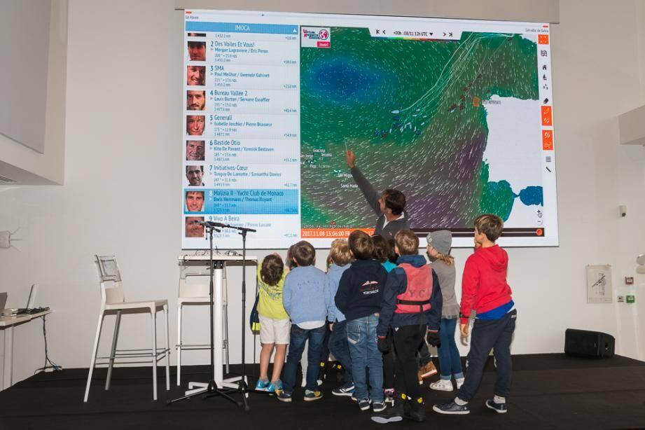Une carte en 2D y affiche, en live, le positionnement des concurrents de la transat Jacques Vabre.
