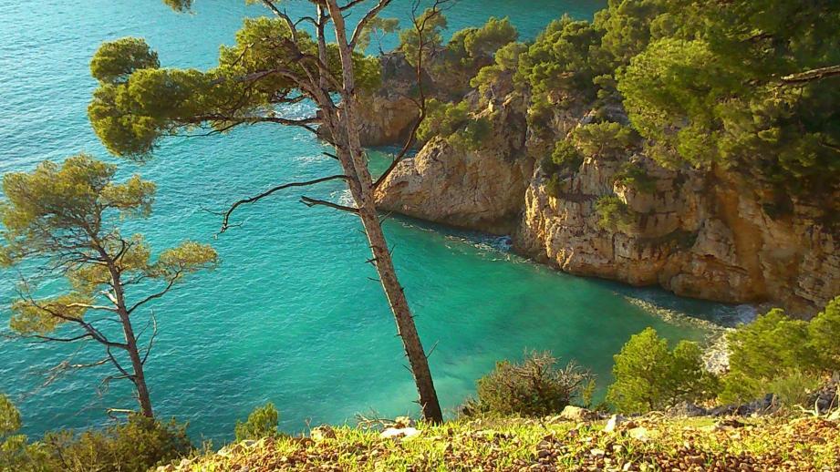 Vue du chemin du littoral entre Saint Cyr sur mer et Bandol, après la calanque de port d'Alon et le sous-marin