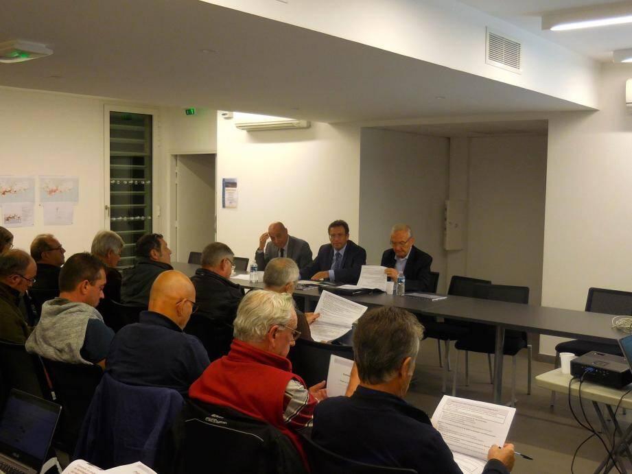 Les élus de la communauté de communes MPM ont répondu aux questions des habitants.