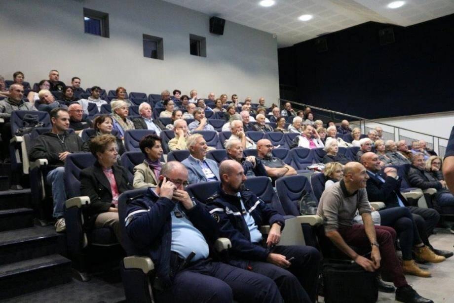 Environ 70 personnes étaient présentes à cette réunion, pour prendre connaissance du futur adressage.