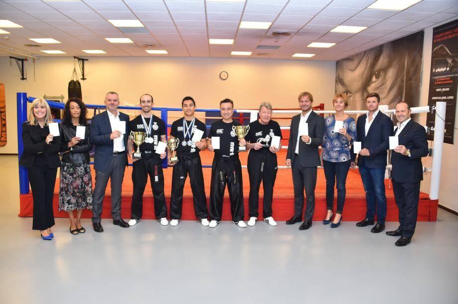 De gauche à droite : Félicia Pouget, Cécile Gelabale, Christophe Steiner, Julien Quilico, Giovanni di Salvia, Yves Lecaille, Laurent Dupont, Marie-Cécile Moreno, Gareth Wittstock, Claude Pouget .