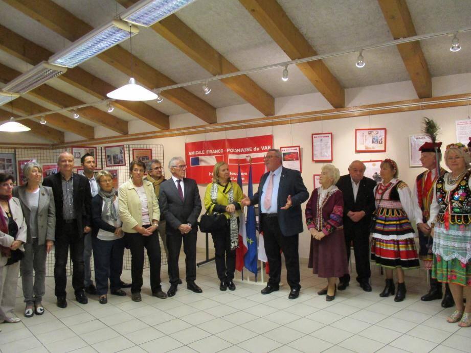 L'exposition présentant les actions de l'Amicale depuis trente-cinq ans a été inaugurée, hier, au Lavoir.