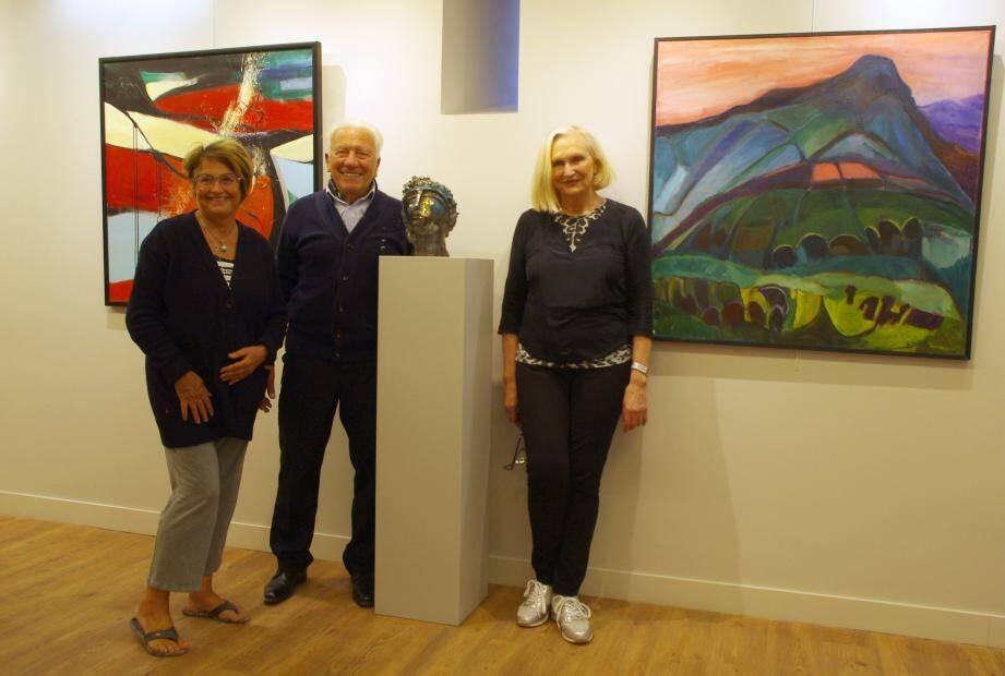 De gauche à droite : Anne-Marie Pradel-Jorro, Arthur et Simone Kelledjian.