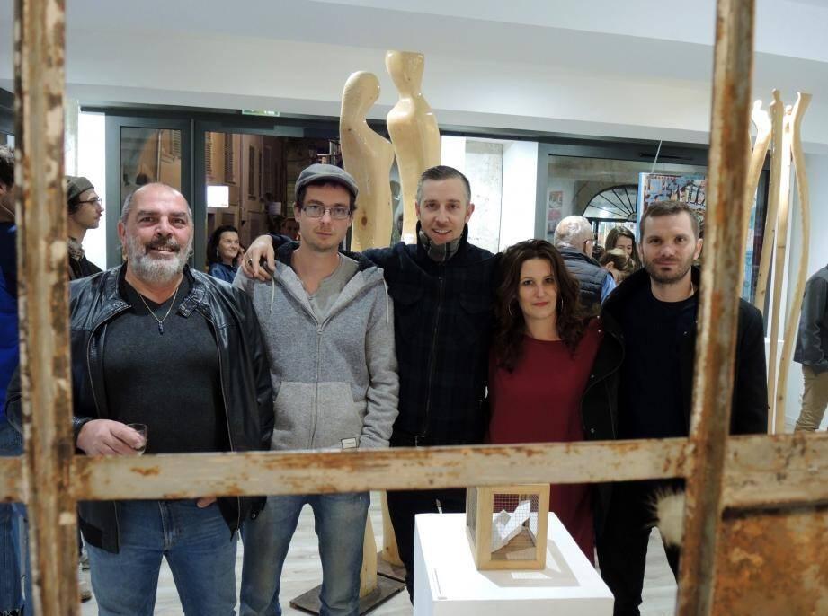 Alain, Renaud, Julien, Lisa et Florian vous invitent à passer à la galerie «Les Frangines» avant le 29 novembre.