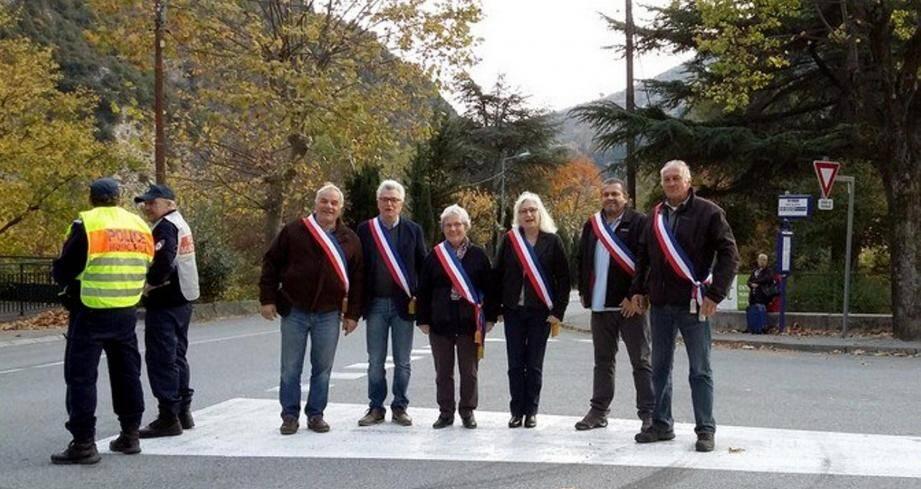 Les maires de la Roya et leurs élus lors d'un cinquième contrôle inopiné. (DR)