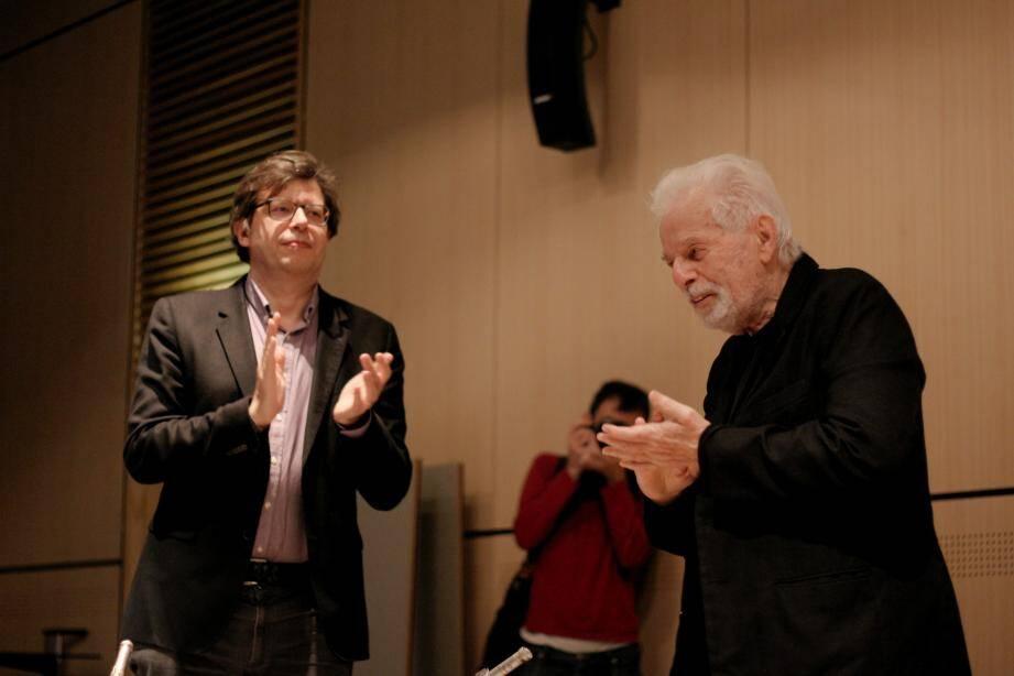 Savoureuse rencontre entre le critique Philippe Rouyer et Jodorowsky, réalisateur de BD et auteur de sacrés films, jamais très loin de son âme sœur, Pascale Montandon-Jodorowsky (à droite).
