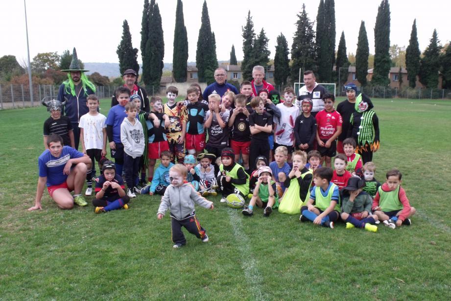 L'école de rugby sur la pelouse du stade Pasteur.