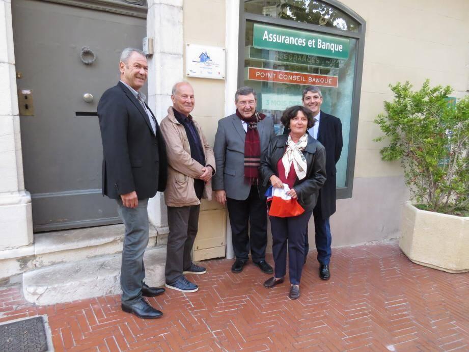 Lundi, le maire Robert Bénéventi (au centre de la photo) a reçu le prix des mains de Jean-Jacques Castillon, président de la fédération BTP Var (à gauche ci-dessus), en présence de  Marc Tassel, de la Fondation du patrimoine, et de Thomas Grasset, représentant la caisse d'Epargne.