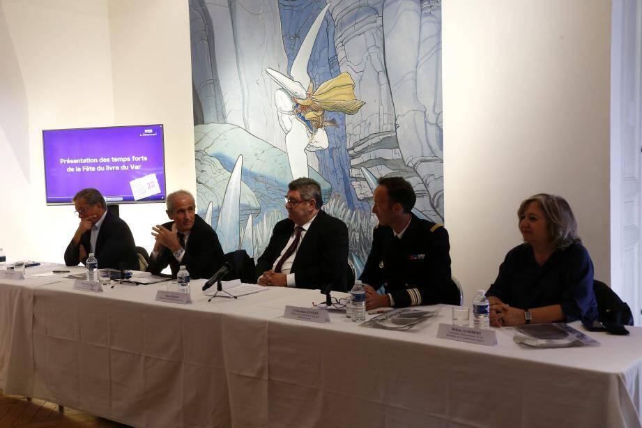 Marc Giraud (au centre), président du conseil départemental a présenté hier la nouvelle édition, en présence notamment du maire de Toulon Hubert Falco, à l'origine de la première édition en 1997.