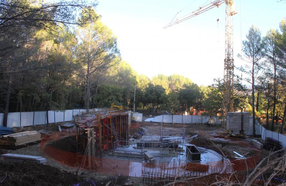 Une construction bien cachée dans la forêt, au bout des Garassins.