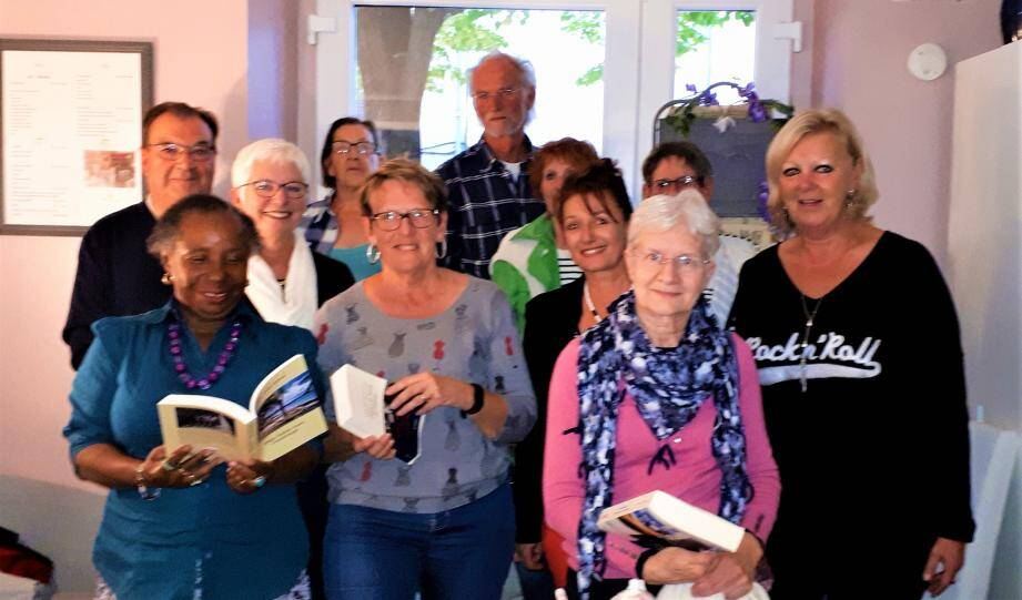 Les passionnés de littérature réunis au club des lecteurs.