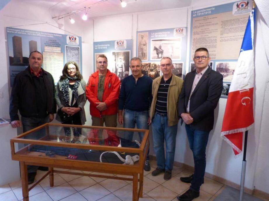 Les membres de l'ACSPMG Richard Maisonnave, Françoise Thomas, Joël Ory, Fortuné Mikallef, Daniel Baert et Nicolas Moulin.