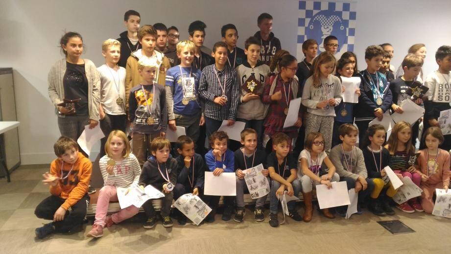La belle famille des jeunes joueurs d'échecs du Var.