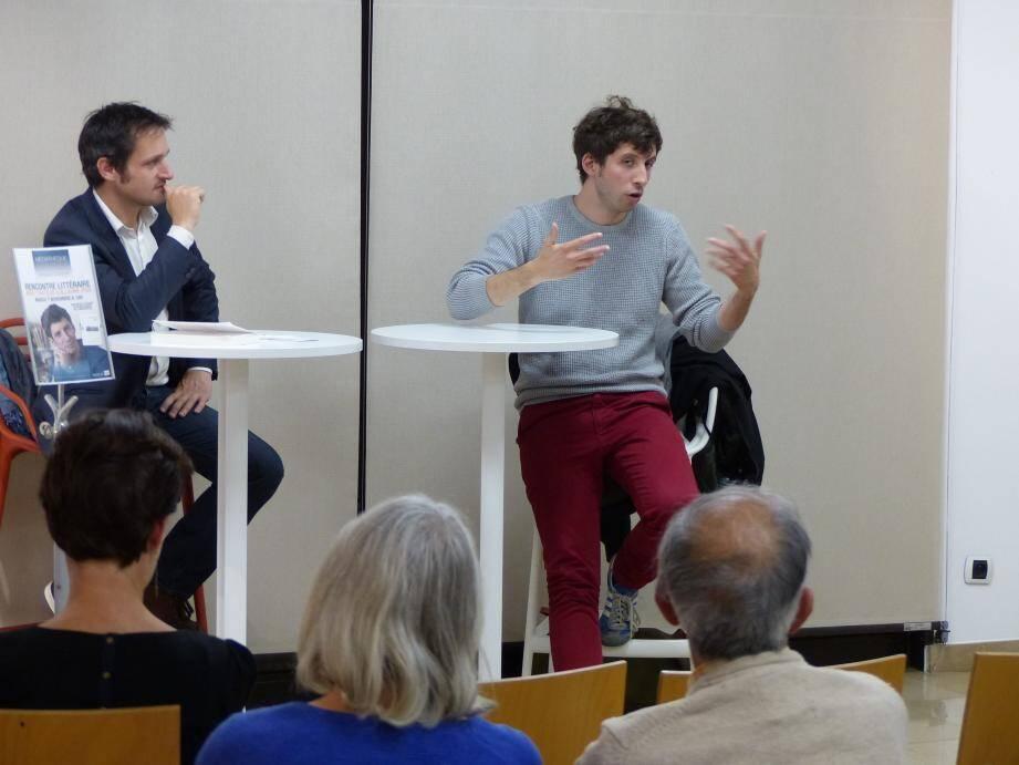 Mardi soir, Guillaume Poix (à droite ci-dessus) a rencontré ses lecteurs pour évoquer son premier ouvrage, Les fils conducteurs.