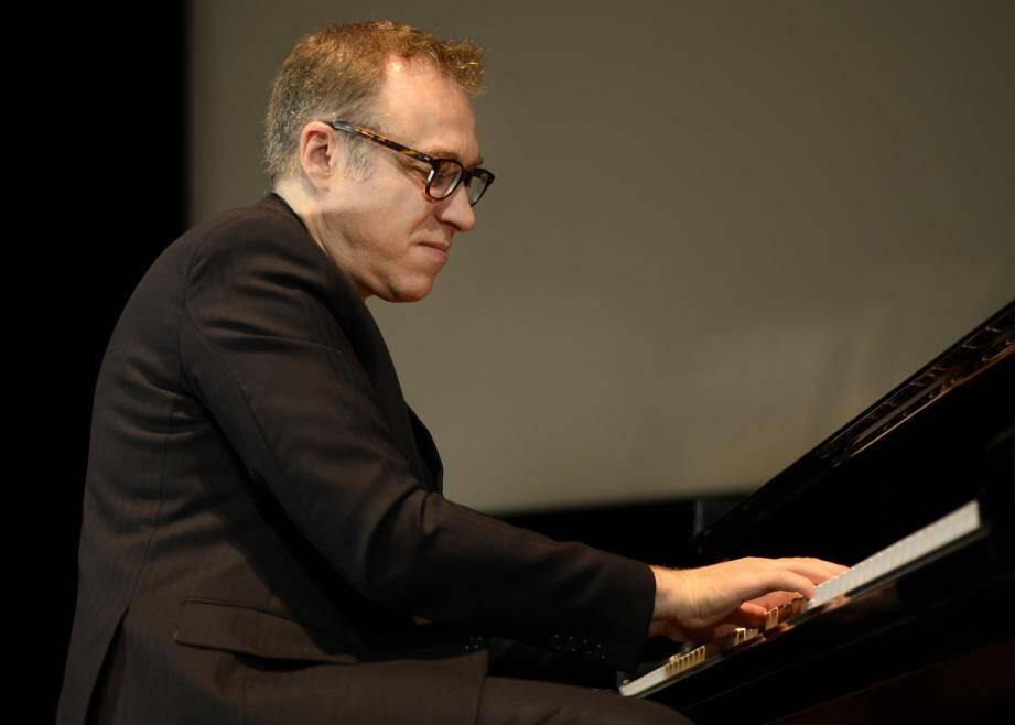 Jean-François Zygel a accompagné au piano, magistralement, la projection du film de Murnau Salle Garnier.(DR)