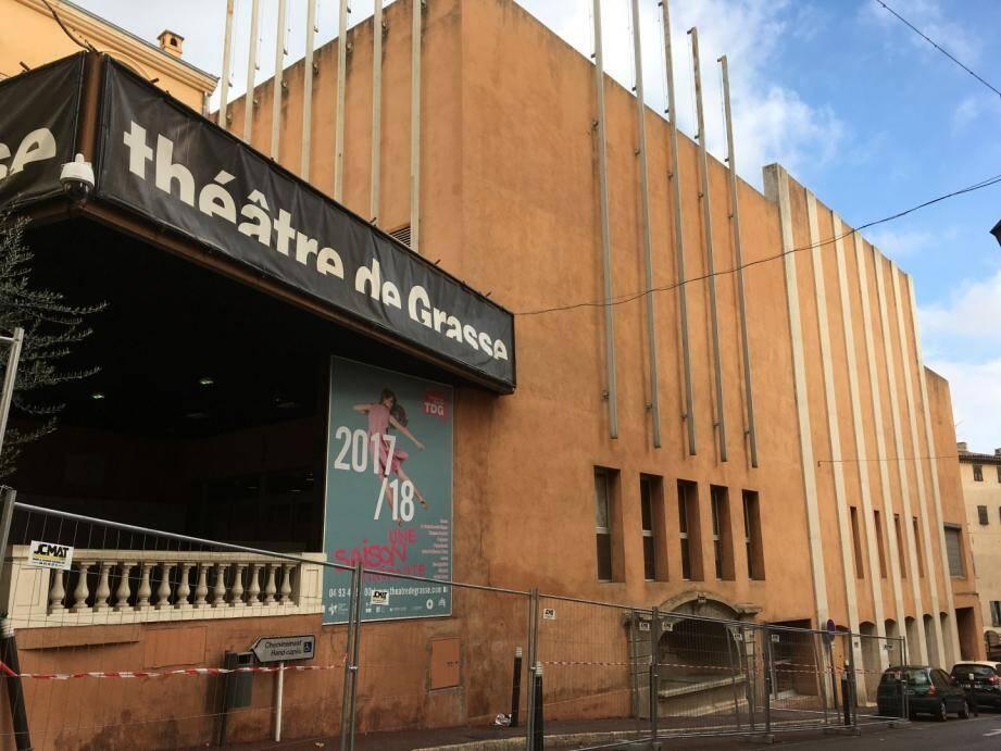 Le Théâtre de Grasse est en travaux jusqu'en avril prochain. Un chantier qui concerne la réfection totale de la salle de spectacle, la rénovation de la façade et l'installation d'un accès PMR pour la salle avec un ascenseur.