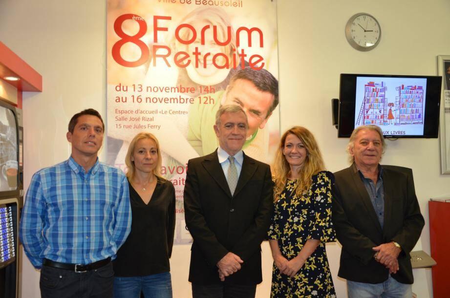 Reçus par le maire Gérard Spinelli : Franck Haon, Céline Saintpaul, Céline Tavares, directrice du CCAS, et René Dalmasso, expert en social, coordinateur entre la commune et les différentes caisses.