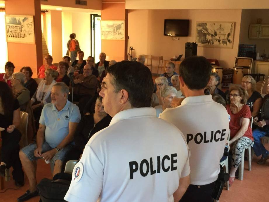 Les policiers de Vallauris ont distillé des conseils de bon sens au CCAS.