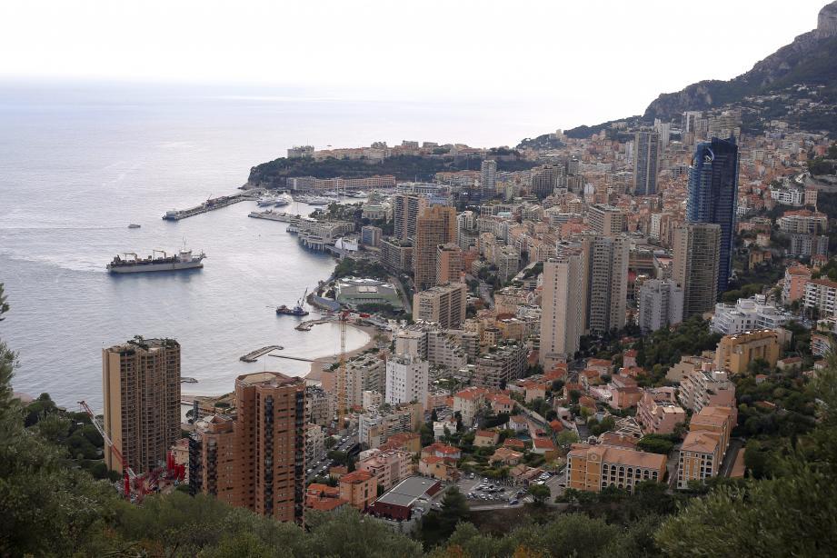 Relié à la moyenne Corniche pour faciliter son approvisionnement, le réservoir desservira tout l'Est de Monaco.