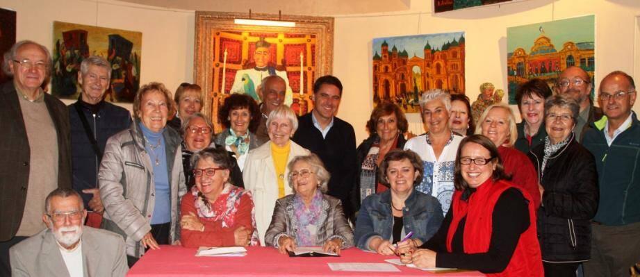Les participants réunis autour de Lucette Bellini.