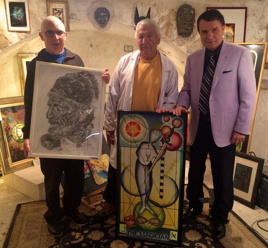 L'artiste Paul-Louis Rebora fait don de deux toiles à l'association « Adrien  » dans sa galerie à Aspremont, les œuvres ont été remises à Gilbert Chamonal (à gauche) et à Richard Conte (à droite), membres d'honneur de l'association.