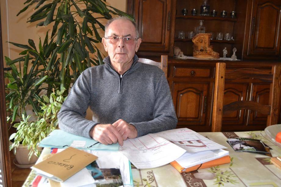 En conflit depuis juin 1995 avec les copropriétaires du Petit Hameau, Mario Baracco assure ne vouloir qu'une chose : « Que les travaux soient faits en bonne et due forme. »