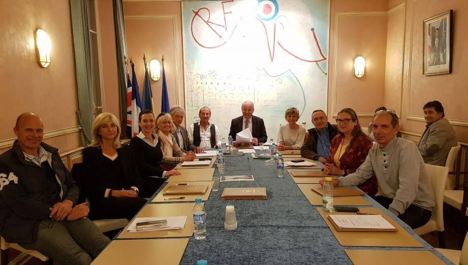 Dix élus étaient réunis autour du maire, Jean-François Dieterich, lundi.