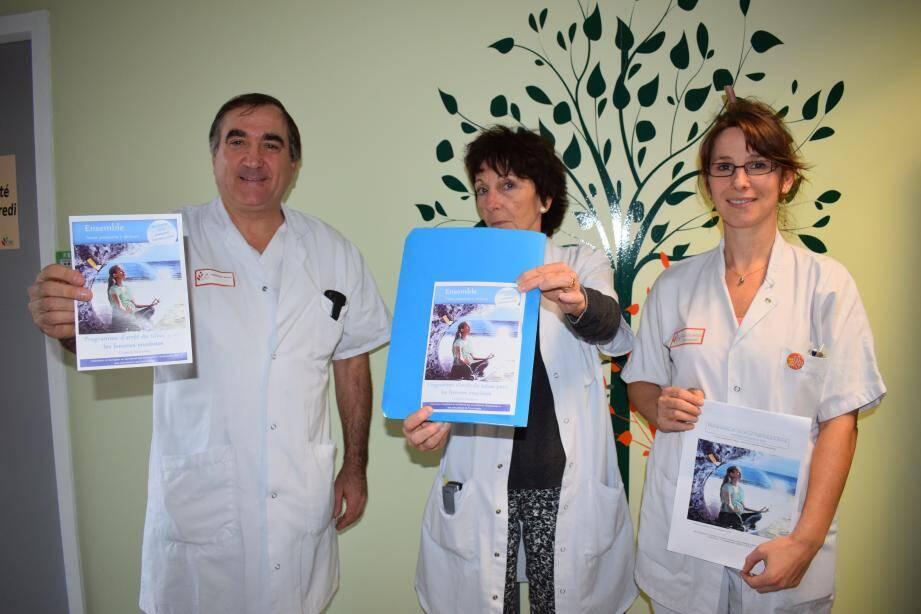 (De g. à d.) Le docteur Tiberghien, le docteur Estrade et l'infirmière tabacologue interviennent dans le programme d'arrêt du tabac chez les femmes enceintes.