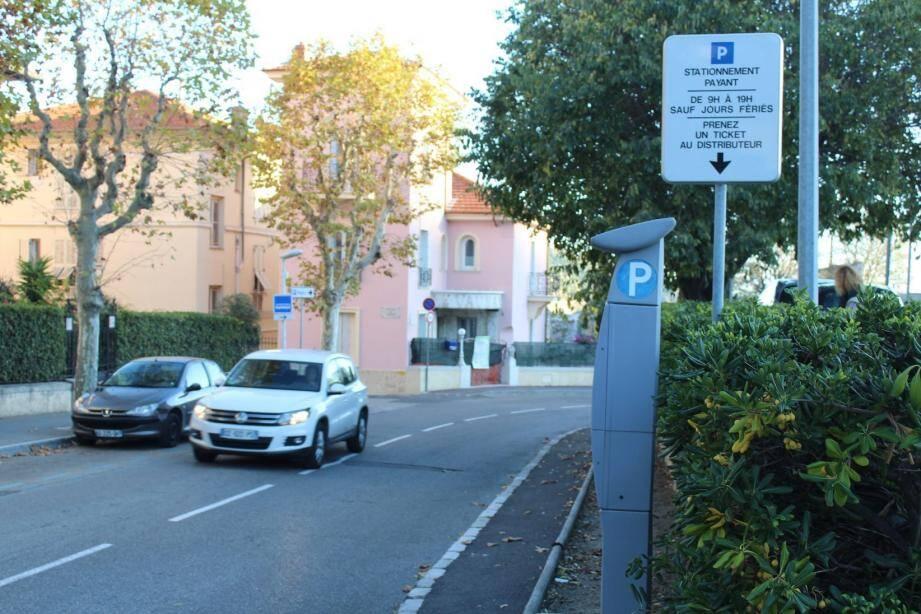Le conseil municipal a validé une durée de stationnement de 8 heures avec une gratuité entre 12 et 14 h.