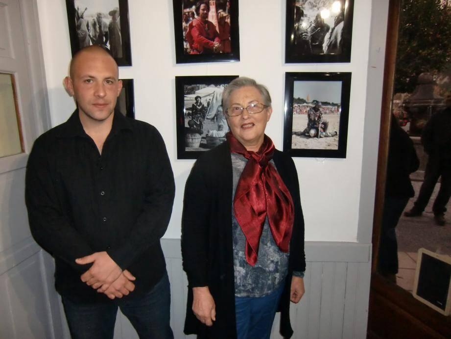 Francette Masse, la présidente de L'Atelier des curiosités en compagnie de Julien Viglino passionné de photographie. (DR)